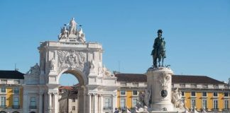 New-age tourism in Portugal: more tourists, less money