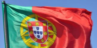"""Portuguese economy: """"Broadly on track"""" with """"significant risks"""""""