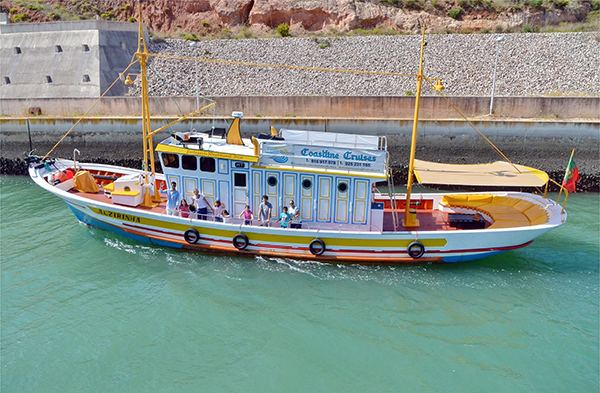 Albufeira cruise company offers boat trips to the children