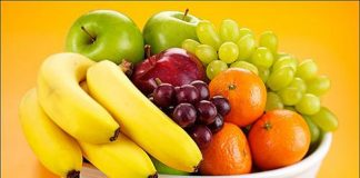 Castro Marim council hands out free fruit to students