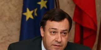 Algarve MP Mendes Bota retires
