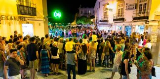 Faro businesses open until midnight