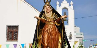 Monte Gordo honours patron saint with beach procession