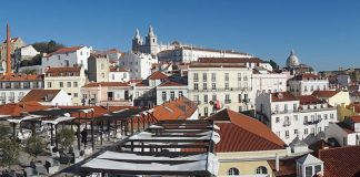"Is Airbnb ""destroying"" European capitals including Lisbon, asks Financial Times"