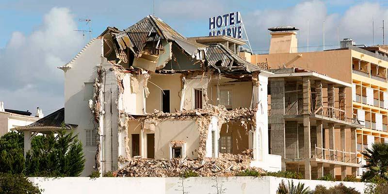 Council places embargo on demolition of Praia da Rocha's Vivenda Compostela
