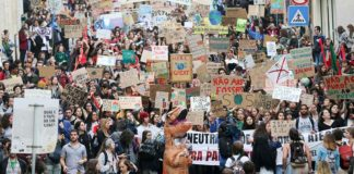 Thousands of 'young activists' march through Lisbon in defence of planet
