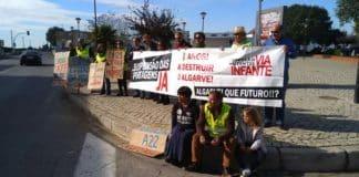 Anti-tolls group protests in Tavira on eighth anniversary of motorway tolls