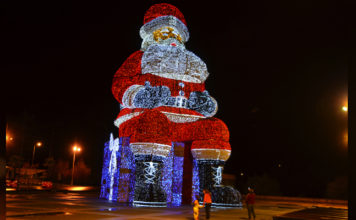 World's largest Santa on display in Águeda