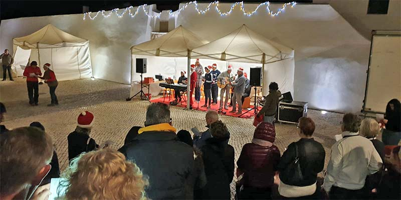 Carols on the cliffs … for the hardy!