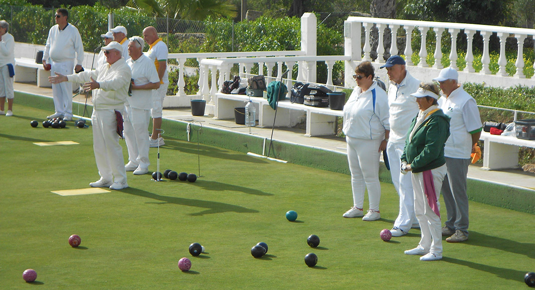 Bowls winter matches continue