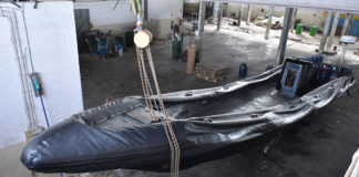 Police shut down illegal speedboat factory in Faro