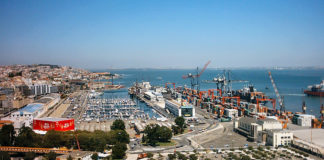 """Lisbon port """"totally blocked"""", with no ships loading or unloading"""