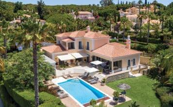 Villa in Fazenda Santiago to illustrate the property market in the Algarve.