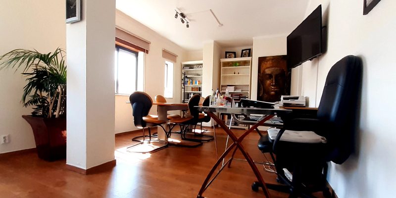 Partial view of interreal office's interior