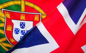 Portuguese flag and UK flag to illustrate the need for a tourist visa, D7 visa or golden visa for UK national that want to live in the Algarve post-brexit