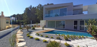 Facade of an energy-efficient house built by CORE Architects in the Algarve