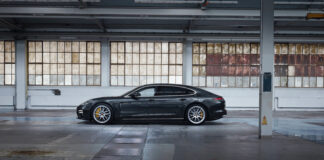 View of the side of the new Porsche Panamera