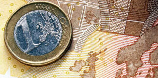 O € 1 coin over a € 10 bill to represent the money you can save with Currencies Direct